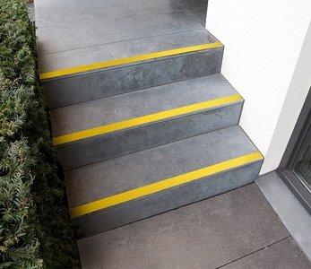 antisliptape trap buiten geel
